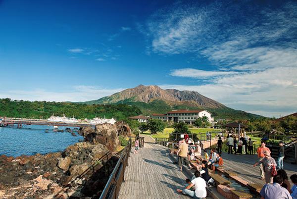 「桜島」溶岩 なぎさ公園足湯